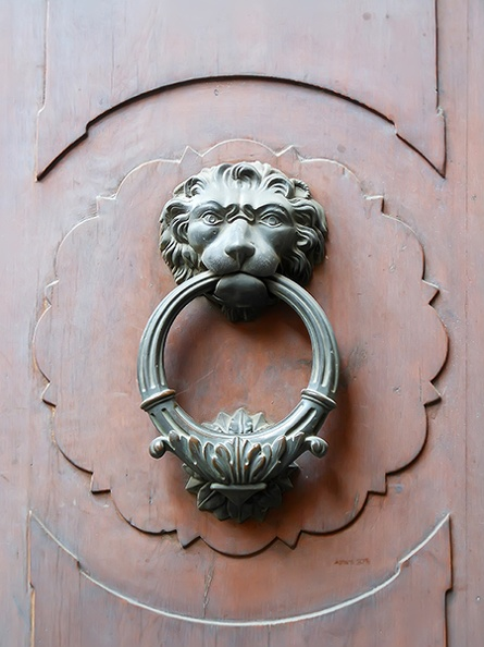 antique_lion_door_knocker.JPG
