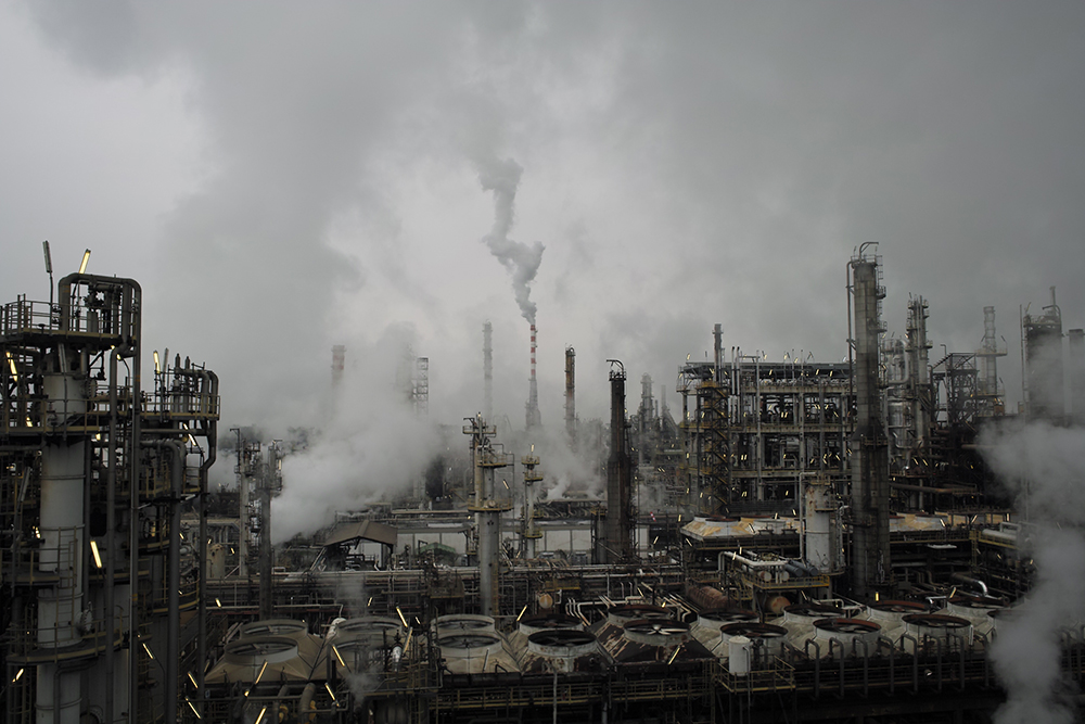 Refinery smoke, industrial smoker