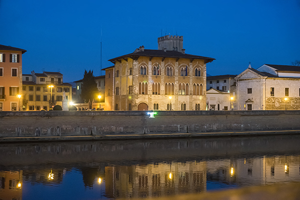 pisa_by_night.jpg